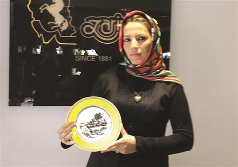 خانم زهرا مهماندوست
